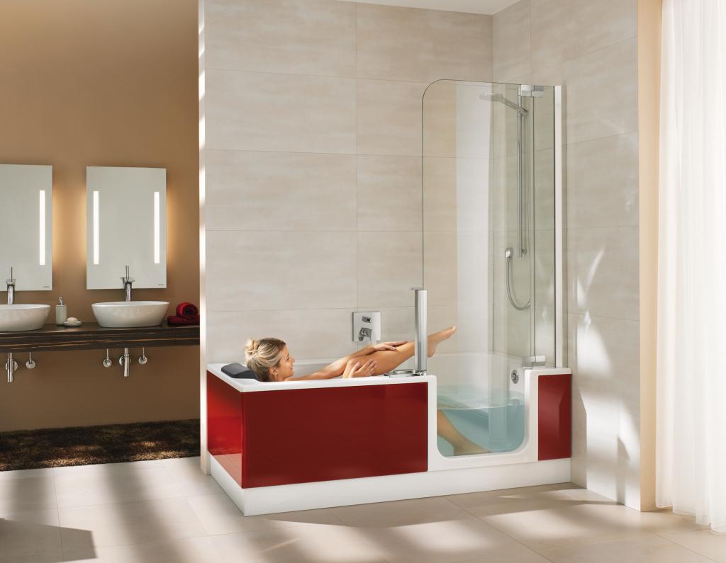 txn-p. Eine zukunftsweisende Alternative zu herkömmlichen Wannen- oder Duschlösungen ist die Duschbadewanne Twinline. Die elegante Kombination spart viel Platz, erleichtert den Einstieg für ein entspannendes Vollbad und bietet viel Spaß beim Duschen. Foto: Artweger/txn-p