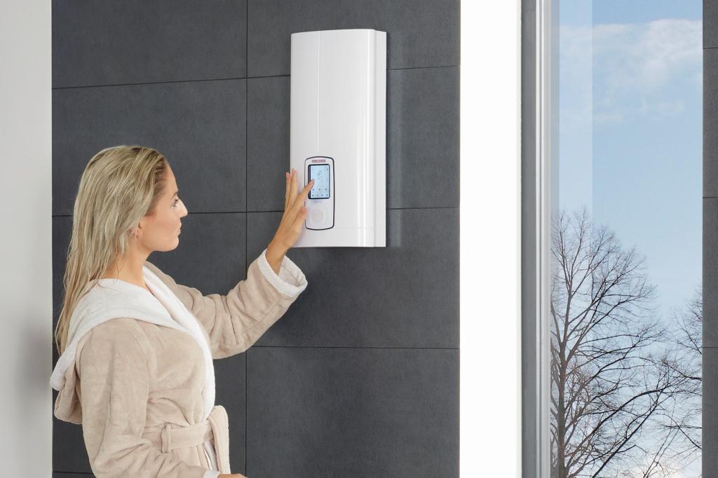 Frau bedient den Durchlauferhitzer im Badezimmer per Touchscreen
