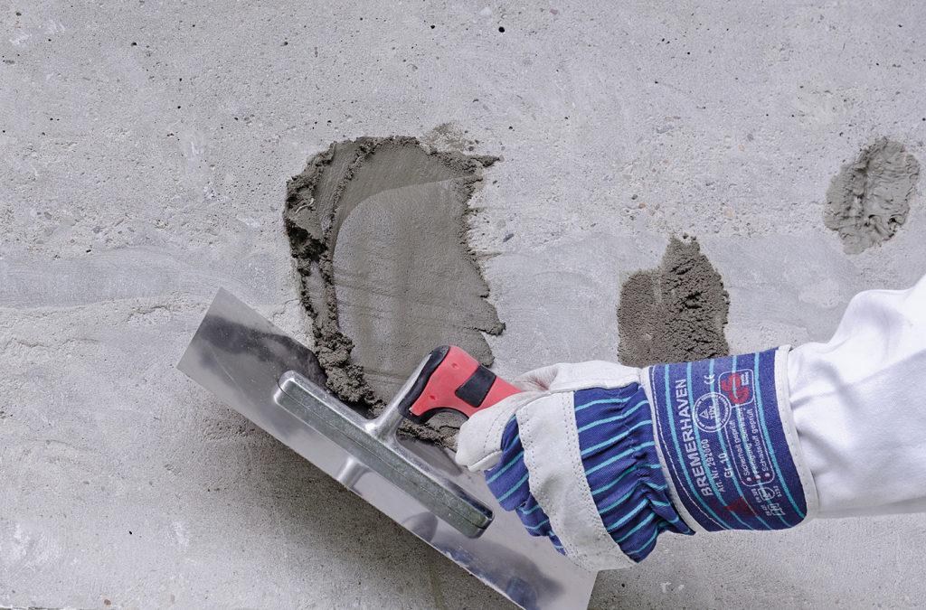 Beton ausbessern in zwei Schritten