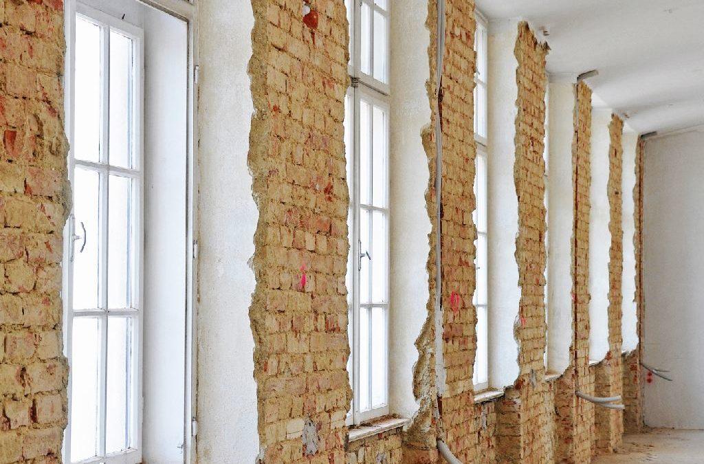 Ungedämmte Backsteinwand, bevor die Innenwand gedämmt wird.