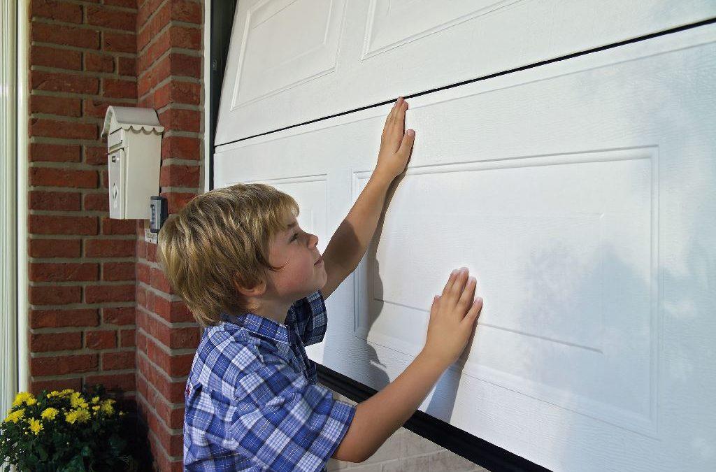 Das Garagentor sicher machen