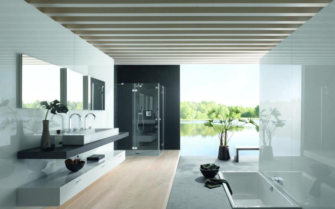 Badsanierung: Ein modern saniert und eingerichtetes Badezimmer