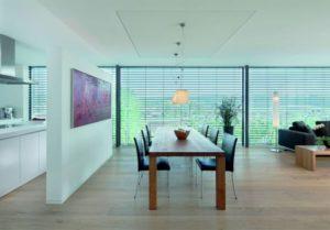 Küche und Wohnzimmer in einem Raum, getrennt durch einen Raumteiler. Einfache Montage, es wird nicht gemauert.