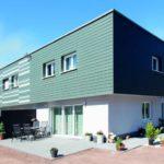 Ein Eigenheim verarbeitet mit modernen Fassaden. Diese sind besonders farbintensiv und schützen zudem das Haus.