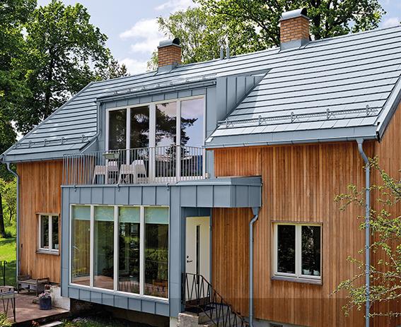 Haus mit eleganter Fassadengestaltung aus Zink (Ökologisch bauen)