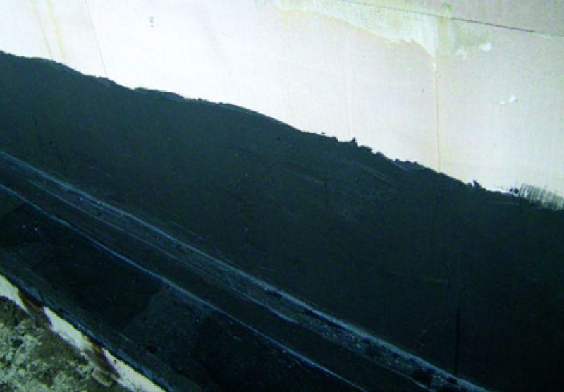 Risse im Fundament eines Hauses (Edelgas Radon)
