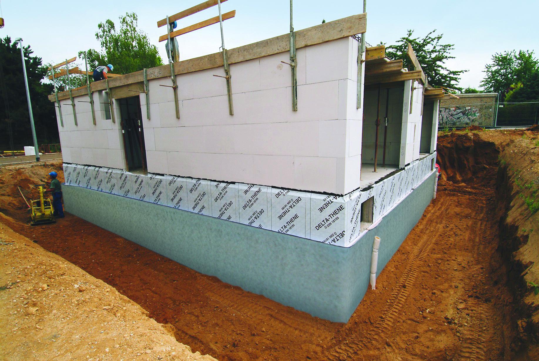 Neubau mit Keller: Rohbau eines Hauses.