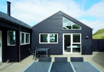 Modernes Eigenheim mit dunkler Fassade (Wertbeständige Fassadengestaltung)